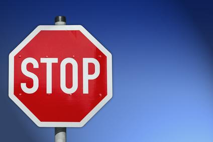 Stopschild mit blauem HG