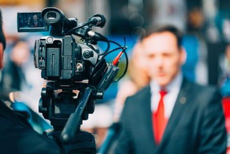 Auskunftsersuchen im Fall Böhmermann – Müssen Behörden und Institutionen anfragenden Journalisten grundsätzlich Auskunft geben?