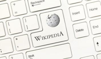Wikipedia haftet für Fehler in Artikeln wie die professionelle Presse