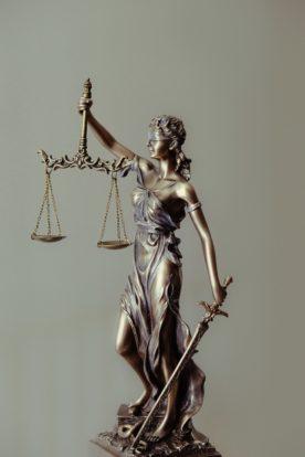 BVerfG: Grundsatz der prozessualen Waffengleichheit gilt grundsätzlich auch in wettbewerbsrechtlichen Eilverfahren