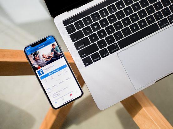 Löschen und Sperren: Facebook muss Betroffene informieren